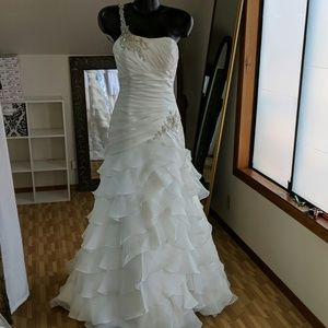 Wedding dress diamond white
